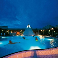 Rottal Terme - Thermensee bei Nacht